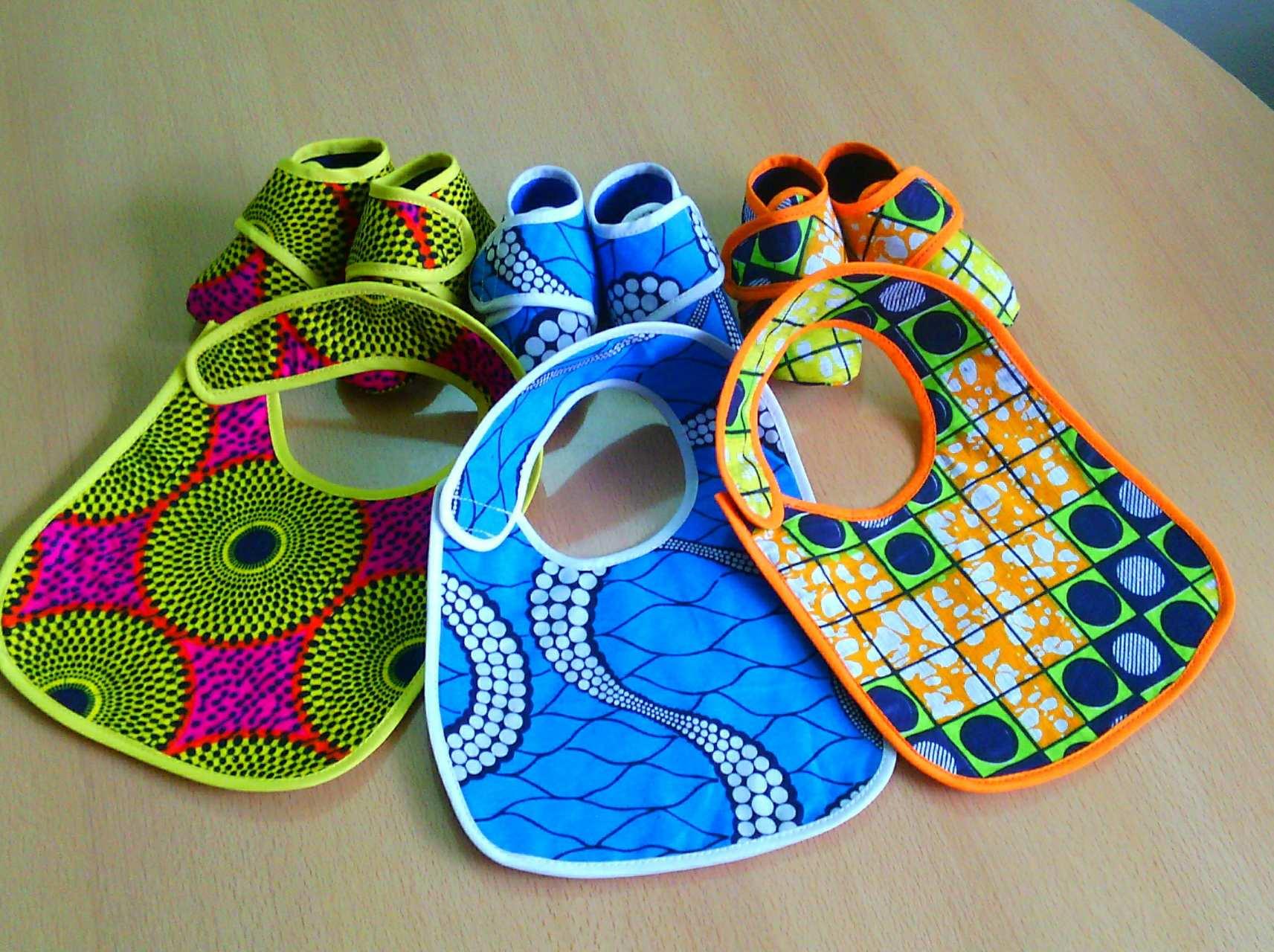 Chaussures et bavoirs pour bébé